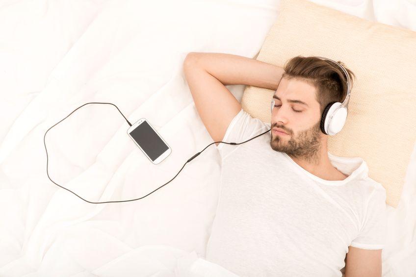 Ascoltare la musica per dormire serenamente materassi for Youtube musica per dormire